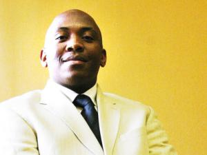 <b>Linda Sibiya</b> will reveal UKhozi FM's secrets on Wednesday after being fired ... - LindaSibiya