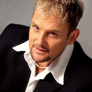 Musician Steve Hofmeyr (pictured) has sparked a heated argument with Zelda la Grange when he tweeted an article that questions the intelligence of her former employer, Nelson Mandela. – image - www.last.fm