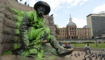 Paul Kruger's statue was spoiled with paint again Image:bdlive