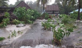 A Tropical cyclone causes much damage to infrastructure.  Image: www.abc.net.au