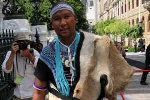 The Eastern Cape High Court has ordered Mandla Mandela to return the remains of Mandela's three children and two other relatives to their original burial site in Qunu. – image - thenewage.co.za