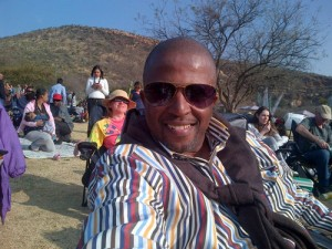 Vuyo Mbuli is no more. He died at the Bloemfontein Mediclinic on Sunday morning after collapsing during a rugby match. – image – twitter.com