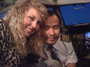 First Officer Fariq Hamid getting cosy with passenger Jonti Roos (Photo: www.thecount.com)