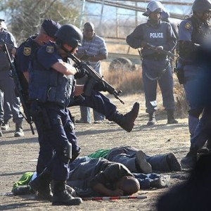 The scene in the aftermath of the Marikana shooting is still fresh in the minds of South Africans. The police have been accused of changing their version of events on that day. – image - www.anarkismo.net