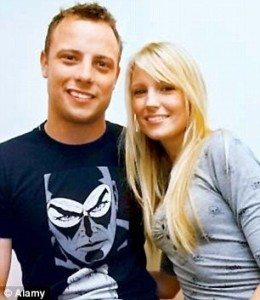 Oscar Pistorius and his ex-girlfriend Jenna Edkins spoke for 9 minutes on the evening before Oscar shot and killed Reeva Steenkamp. Image: Daily Mail/Alamy.
